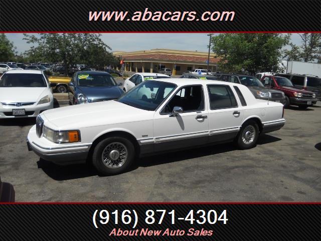 1994 Lincoln Town Car Signature 4dr Sedan - Lincon CA