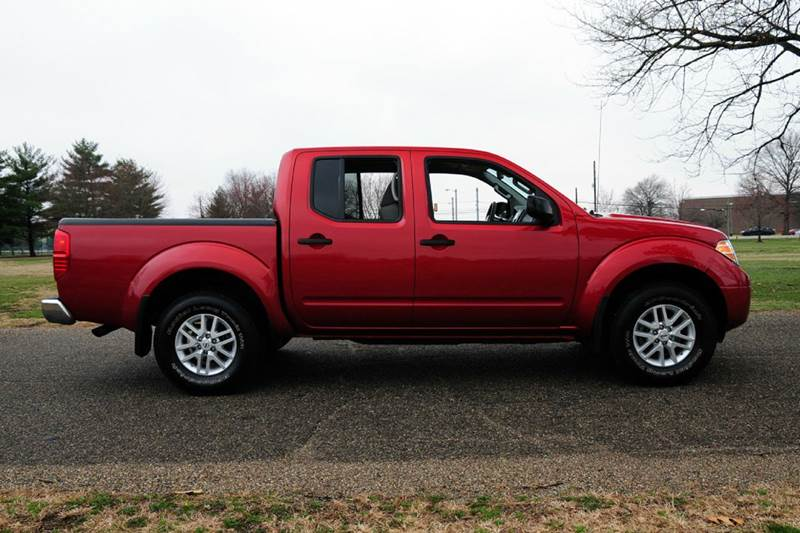 2016 Nissan Frontier SV 4x4 4dr Crew Cab 5 ft. SB Pickup 5A - Terre Haute IN