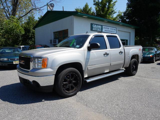 Used 2007 Gmc Sierra Sle Silver Bed Cover For Sale: GMC For Sale In Kenvil, NJ