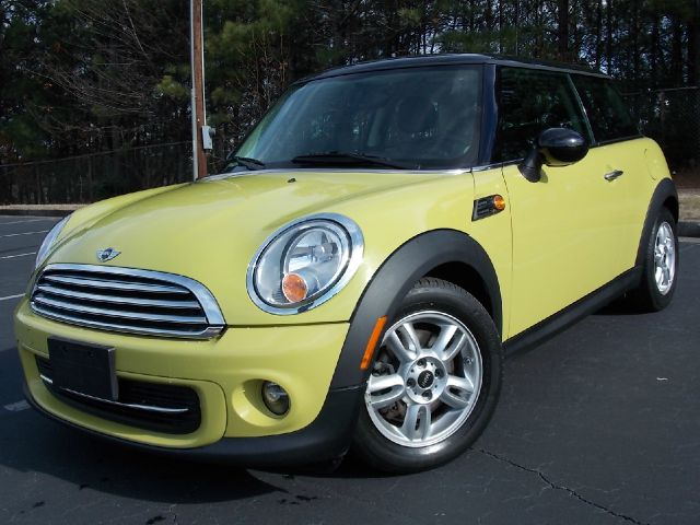 2011 MINI COOPER BASE yellow panoramic sunroof heated seats driver and passanger leather interi