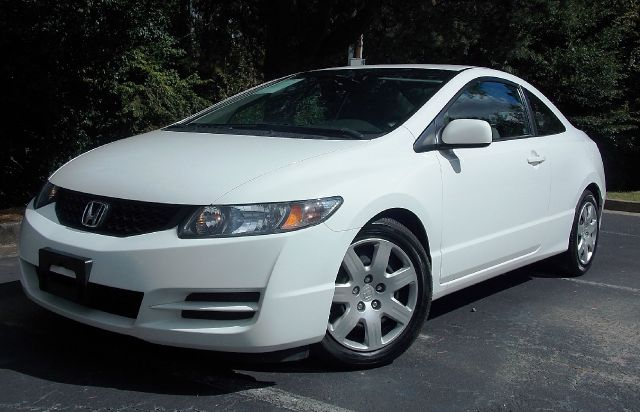 2010 HONDA CIVIC LX COUPE 5-SPEED AT white cruise control ice cold ac looks great and runs grea