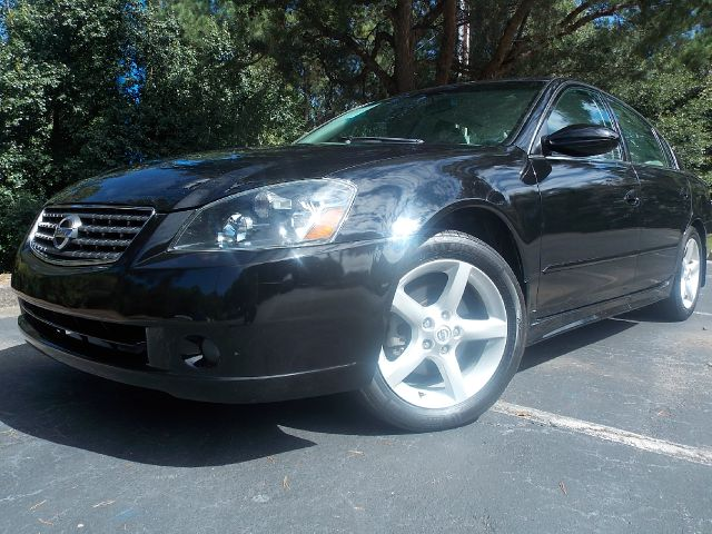 2005 NISSAN ALTIMA 35 SE bla ck priced to sell great condition very reliable great value with