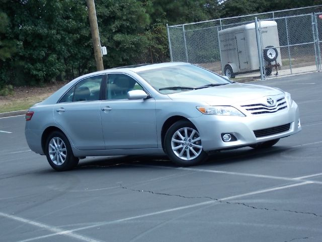 2011 TOYOTA CAMRY XLE V6 6-SPD AT silver low miles navigation sunroof leather interior great s