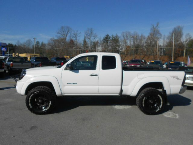 2008 TOYOTA TACOMA V6 4X4 4DR DOUBLE CAB 50 FT SB white abs - 4-wheel airbag deactivation - occ