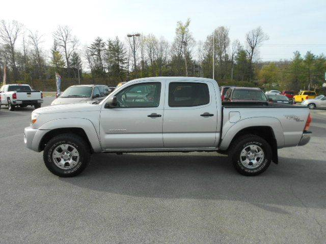 2007 TOYOTA TACOMA V6 4DR DOUBLE CAB 4WD 50 FT SB silver 2-stage unlocking doors 4wd type - pa