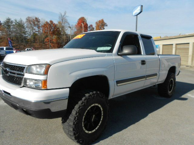 2006 CHEVROLET SILVERADO 1500 LT1 4DR EXTENDED CAB 4WD 65 FT white 4wd type - part time abs - 4