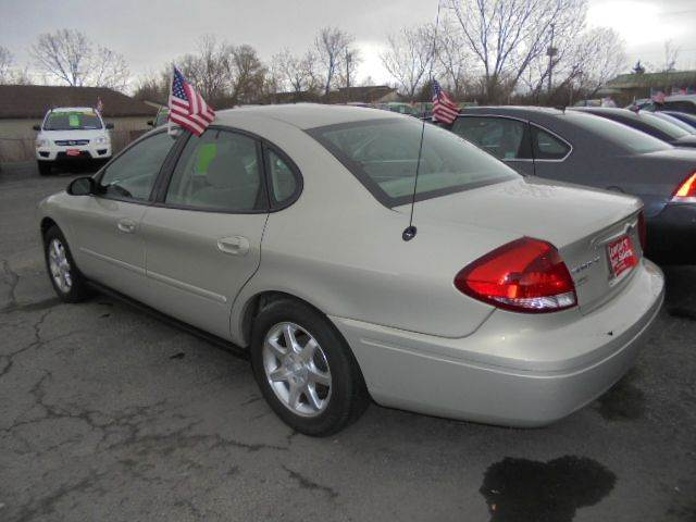 2006 Ford Taurus SE 4dr Sedan - Appleton WI