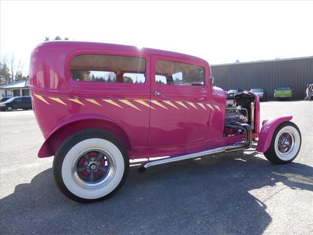 1932 Ford Tudor Street