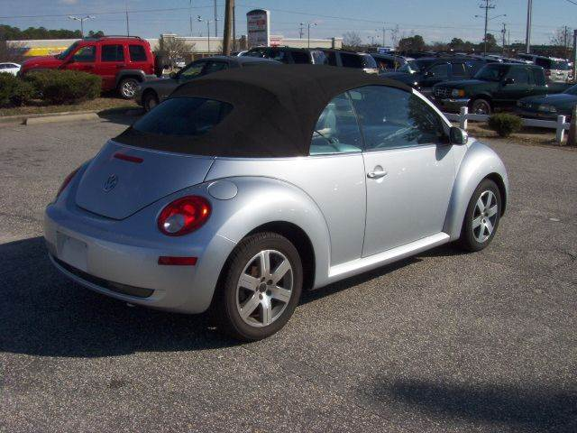 2006 Volkswagen New Beetle 2.5 2dr Convertible w/Automatic - Fayetteville NC