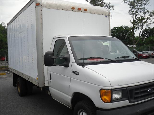 2004 E450 16th foot box