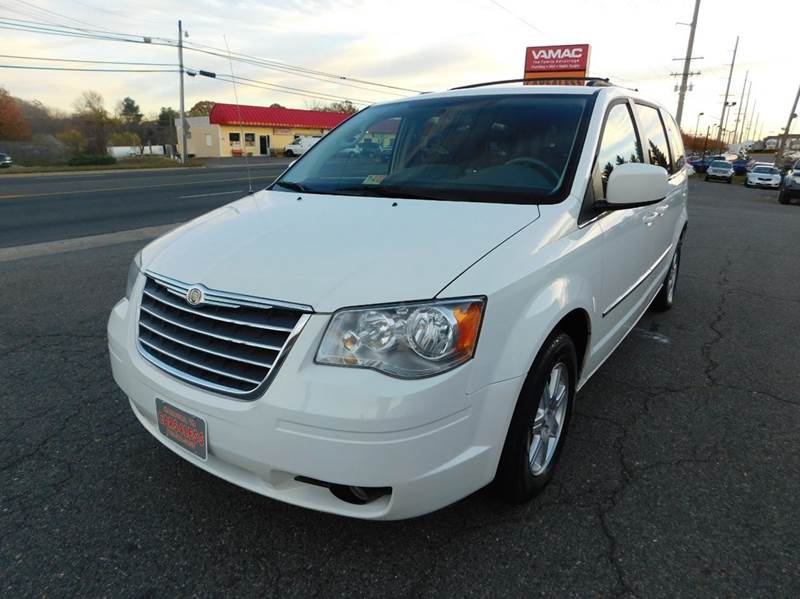 2010 chrysler town and country touring 4dr mini van in manassas va cars 4 less. Black Bedroom Furniture Sets. Home Design Ideas