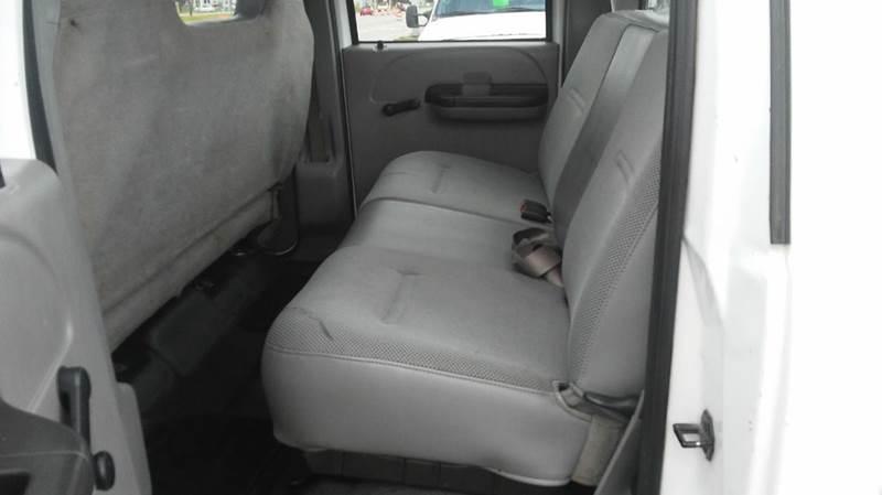 2006 Ford F-250 Super Duty XL 4dr Crew Cab 4WD LB - Wayne MI