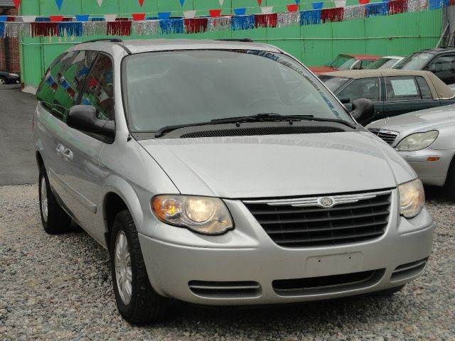 2006 chrysler town and country touring 4dr ext minivan in for Mount eden motors inc bronx ny