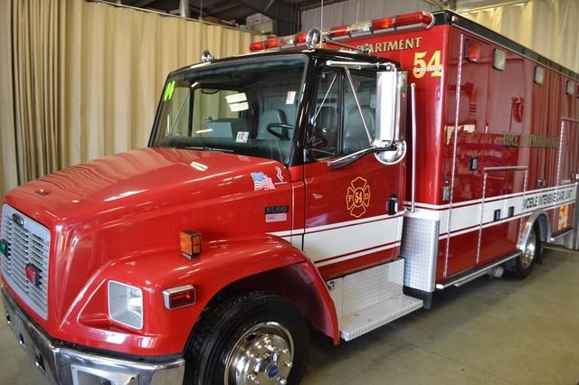 2004 Freightliner FL 60  Ambulance