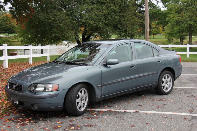 2004 Volvo S60 2.5T AWD - Indian Orchard MA
