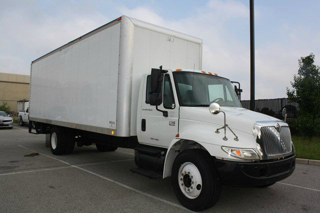 2002 International 4300 DT466
