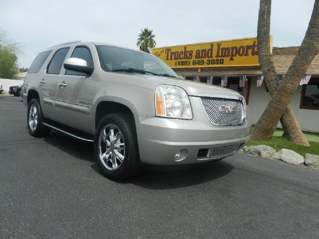 2007 GMC YUKON AWD silver one owner all-wheel- drive originally purchased in nevada 19 mpg cle
