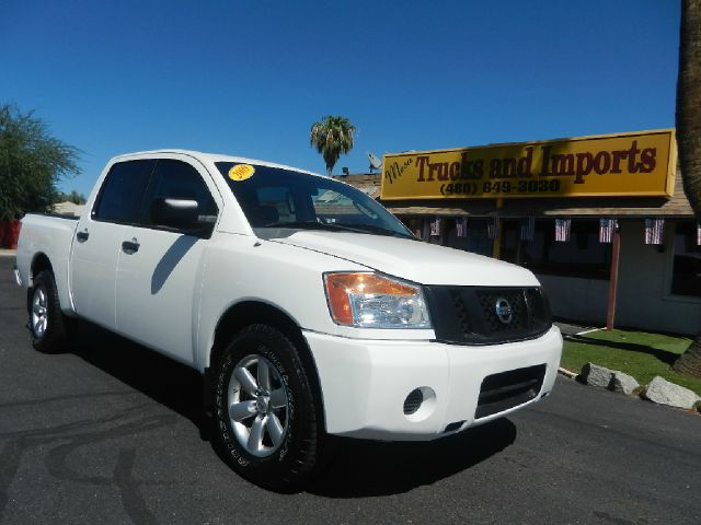 2009 NISSAN TITAN XE CREW CAB 2WD SWB white clean carfax originally purchased in az four full-si