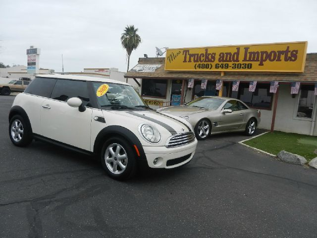 2009 MINI COOPER BASE white 37 mpg clean carfax show service records an absolute blast to drive