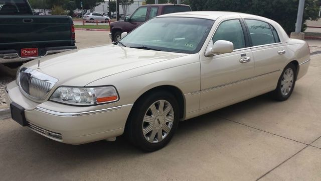2003 Lincoln Town Car for sale in IRVING TX