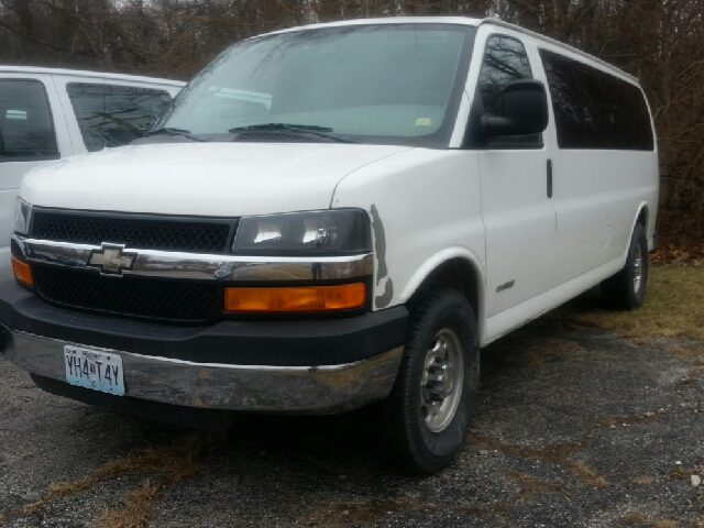 2004 chevrolet express passenger 3500 3dr extended. Black Bedroom Furniture Sets. Home Design Ideas
