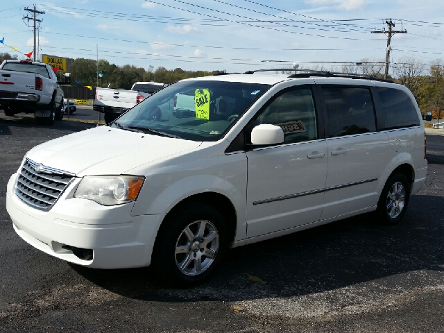 2009 Chrysler Town and Country Touring Mini-Van 4dr - Boonville MO