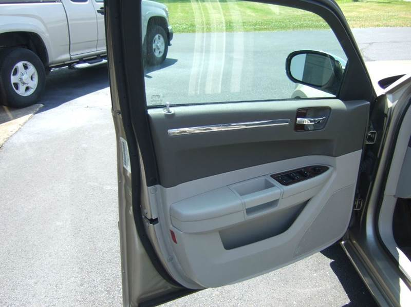 2008 Chrysler 300 Touring 4dr Sedan - Liberty Township OH