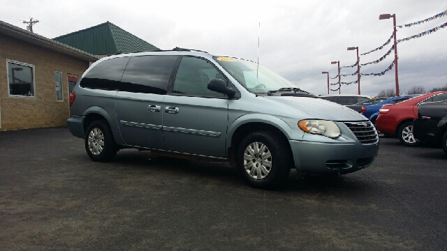 2005 chrysler town and country lx 4dr extended mini van in harrodsburg ky auto martt llc. Black Bedroom Furniture Sets. Home Design Ideas