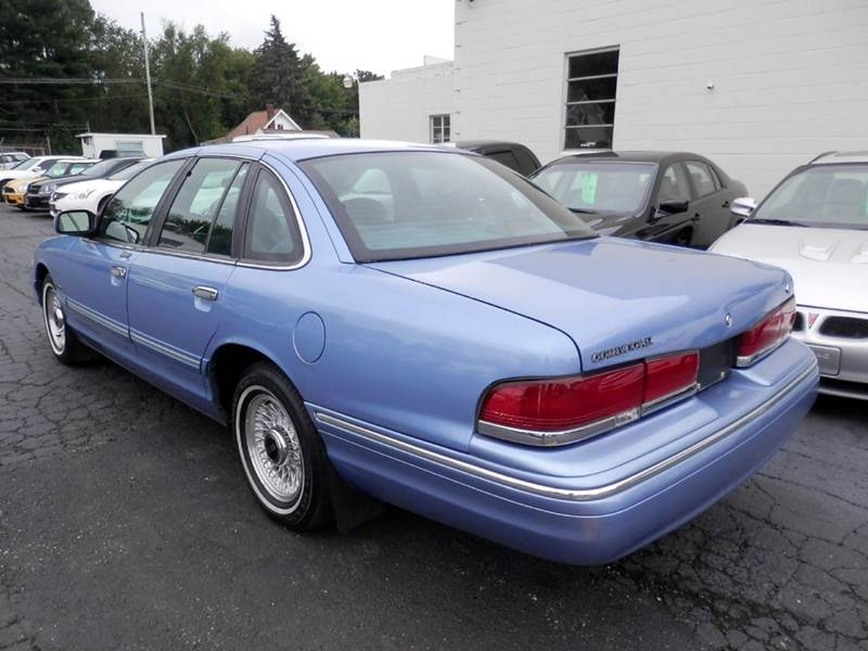Teds Auto Sales >> 1995 Ford Crown Victoria LX 4dr Sedan In Louisville OH - Ted's Auto Sales Inc.