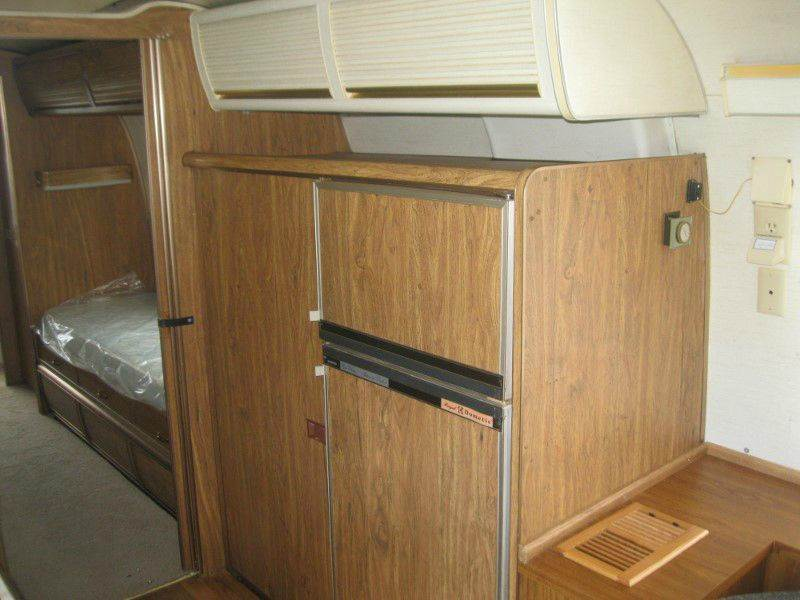1975 Airstream Excella 500 31' Sovereign Twin Rear Bath - Knoxville TN