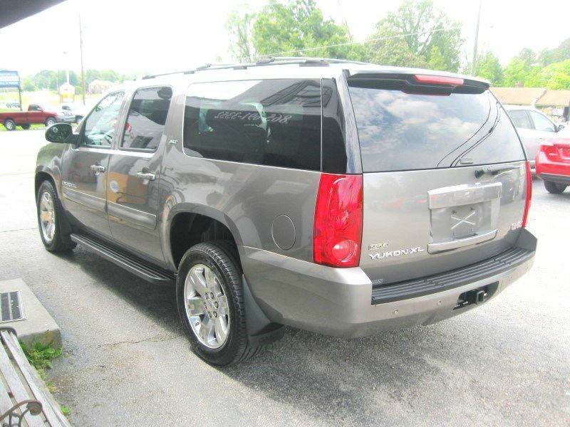 2007 GMC Yukon XL SLT 1500 4dr SUV 4x4 w/4SB w/ 2 Package - Knoxville TN