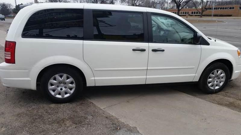 2008 chrysler town and country lx 4dr mini van in detroit mi premier autos. Black Bedroom Furniture Sets. Home Design Ideas