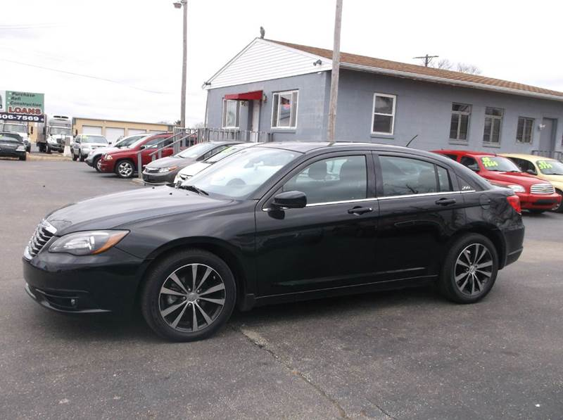 2012 chrysler 200 touring 4dr sedan in troy oh buckeye. Black Bedroom Furniture Sets. Home Design Ideas