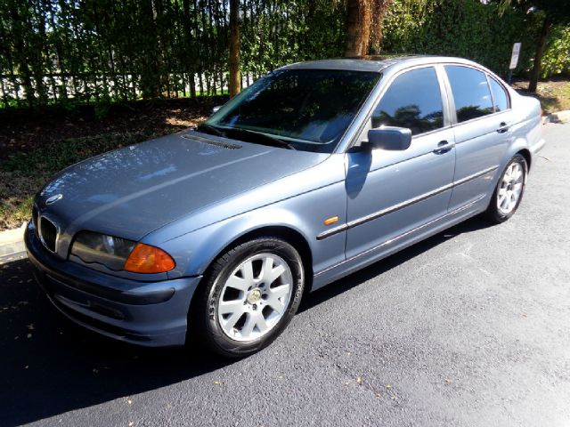 1999 BMW 3 SERIES 323I blue metallic gorgeous 1999 bmw 323i sedan runs like a dream and the 5-spe
