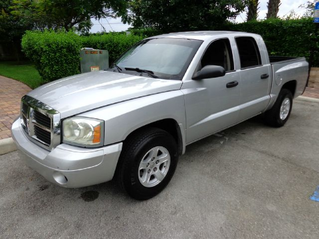 2007 DODGE DAKOTA SLT QUAD CAB 2WD silver up for sale is this mechanically sound crew cab automa