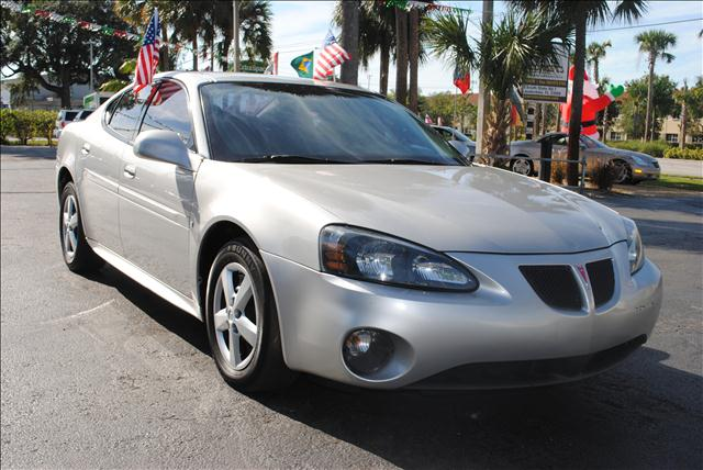 2007 PONTIAC GRAND PRIX silver all power equipment on this vehicle is in working order vehicle is