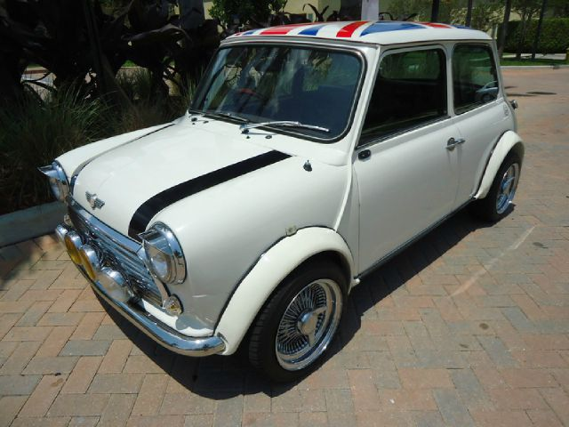 1972 MINI COOPER white classic all electrical and optional equipment on this vehicle have b