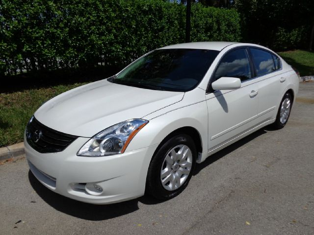 2012 NISSAN ALTIMA 25 S pearl white great looking pearl white 2012 nissan altima 25s she is stu