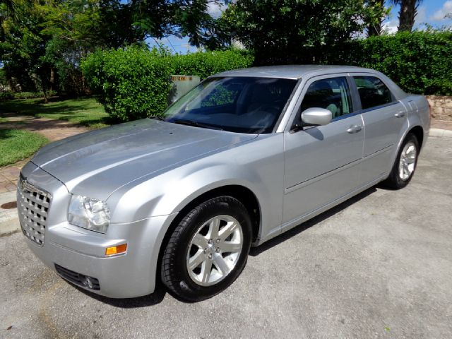 2006 CHRYSLER 300 TOURING SEDAN silver metallic super nice 2006 chrysler 300 touring sedan with po