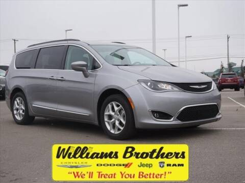 2017 Chrysler Pacifica for sale in Dundee, MI