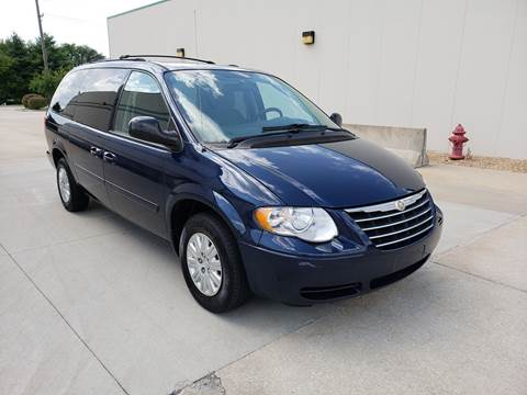 2006 Chrysler Town and Country for sale at Auto Choice in Belton MO