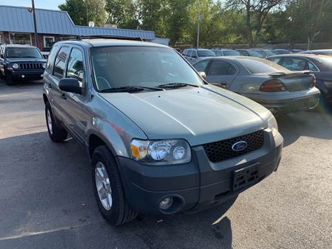 2005 Ford Escape for sale at Auto Choice in Belton MO