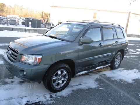 2004 Toyota Highlander for sale at Route 16 Auto Brokers in Woburn MA