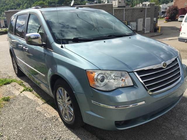 2008 Chrysler Town and Country Limited 4dr Mini-Van - Bellaire OH