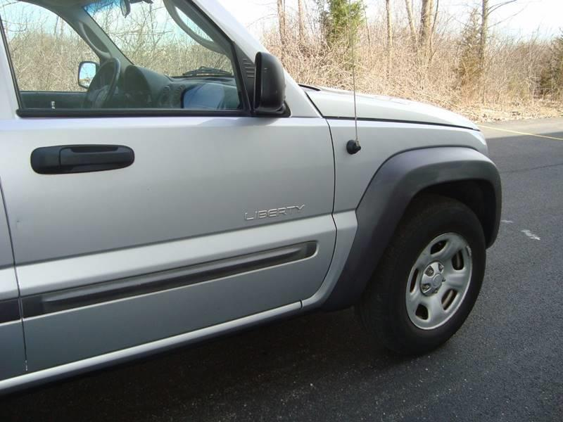 2004 Jeep Liberty for sale at ARIANA MOTORS INC in Itasca IL