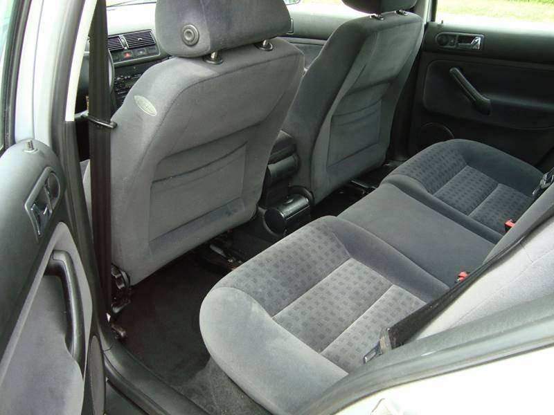 2001 Volkswagen Golf for sale at ARIANA MOTORS INC in Itasca IL