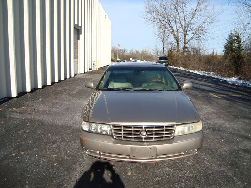 2002 Cadillac Seville for sale at ARIANA MOTORS INC in Itasca IL