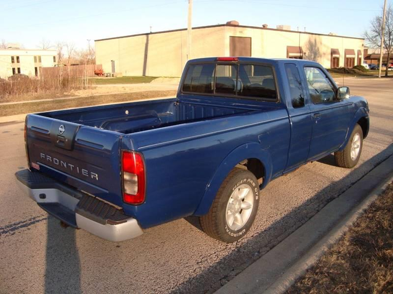 2001 Nissan Frontier for sale at ARIANA MOTORS INC in Itasca IL