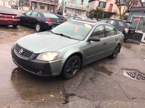 2005 Nissan Altima for sale at Diamond Auto Sales in Milwaukee WI