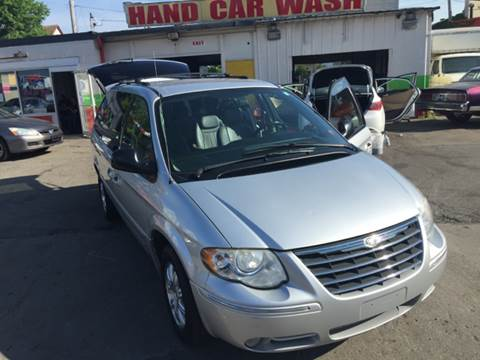 2006 Chrysler Town and Country for sale at Diamond Auto Sales in Milwaukee WI